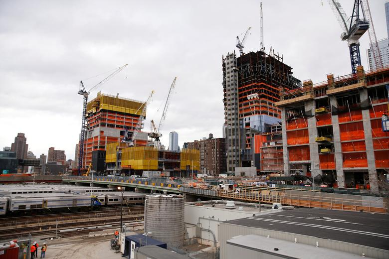 Construction is seen in the Hudson Yards area of the West Side of Manhattan in New York U.S., November 21, 2016.  REUTERS/Shannon Stapleton