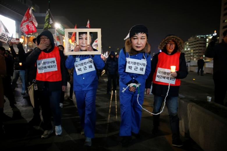 People march during a protest calling for South Korean President Park Geun-hye to step down in central Seoul, South Korea, November 30, 2016. REUTERS/Kim Hong-Ji