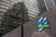 A Standard Chartered bank branch in Singapore October 11, 2016. REUTERS/Edgar Su/File Photo