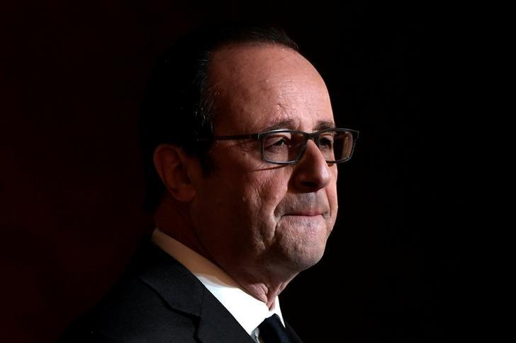 French President Francois Hollande delivers a speech after awarding Olympic and Paralympic athletes  the Legion of Honour (Legion d'Honneur) at the Elysee Palace in Paris, France, December 1, 2016. REUTERS/Lionel Bonaventure/Pool     TPX IMAGES OF THE DAY