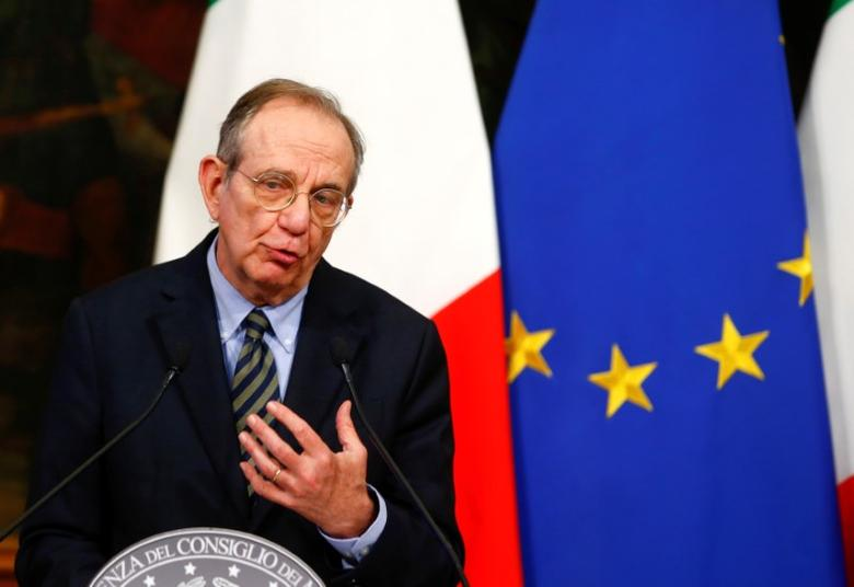Italy's Finance Minister Pier Carlo Padoan speaks during a news conference at the Chigi Palace in Rome November 28, 2016.   REUTERS/Tony Gentile