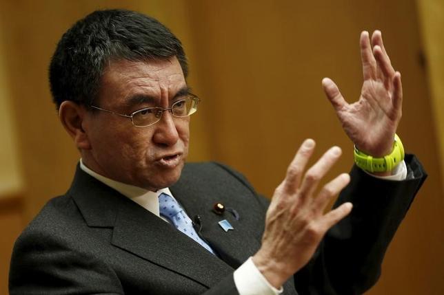12月2日、自民党の河野太郎・前行政改革担当相は「ロイター・ブレーキングビューズ」のイベントに参加し、米国のトランプ次期政権が環太平洋連携協定(TPP)に加わらなければ、アジア各国は中国を重視して地域の安全保障に長期的な影響を及ぼしかねないとの懸念を示した。写真は都内で2015年12月撮影(2016年 ロイター/Thomas Peter)