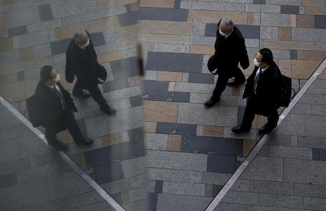 12月2日、企業の労働分配率が足元で低下している。稼いだ利益は内部留保に積み上がっている構図だ。このままでは来年の春闘での賃上げも期待できないとの見通しが専門家の一部から浮上している。2月撮影(2016年 ロイター/Yuya Shino)