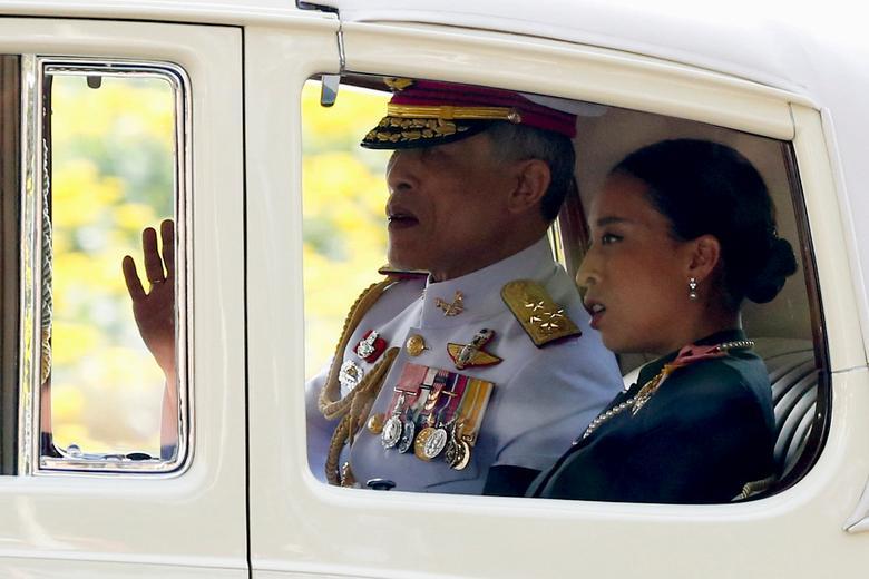 Thailand's new King Maha Vajiralongkorn Bodindradebayavarangkun is seen on his way out from the Grand Palace in Bangkok, Thailand, December 2, 2016.  REUTERS/Jorge Silva