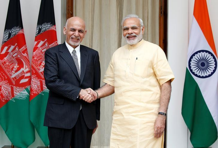 Afghan President Ashraf Ghani (L) and India's Prime Minister Narendra Modi pose for the media outside Hyderabad House in Delhi, India September 14, 2016. REUTERS/Cathal McNaughton/Files