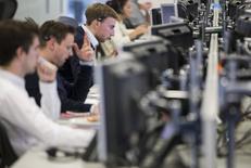 Les volumes de transactions sur le marché obligataire ont enregistré une hausse inhabituelle ces derniers mois après le vote britannique sur le Brexit et l'élection présidentielle américaine. Le mois de novembre a été le plus actif de l'année en termes de transactions sur le marché obligataire européen. /Photo d'archives/REUTERS/Neil Hall