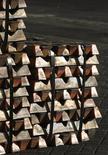 Un cargamento de cobre en el puerto de Valparaíso, Chile, jun 29, 2009. Los precios del cobre bajaron el martes por una toma de ganancias tras el fuerte avance de la sesión anterior, ante temores a que las subidas de los metales básicos el último mes hayan sido desmedidas.    REUTERS/Eliseo Fernandez