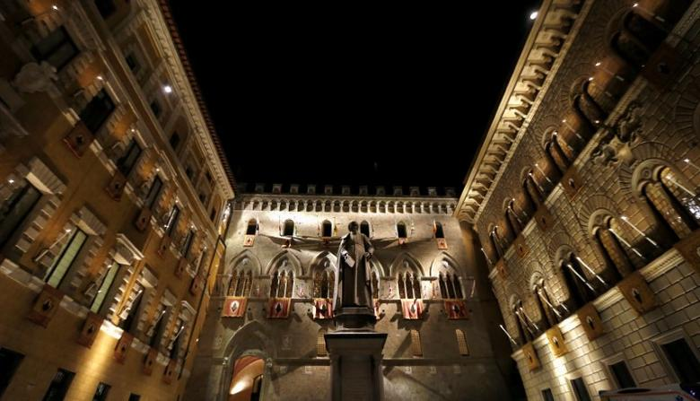 FILE PHOTO: The Monte dei Paschi bank headquarters is pictured in Siena, Italy August 16, 2013. REUTERS/Stefano Rellandini/File Photo