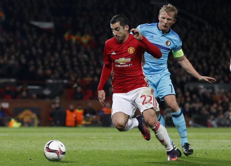 Britain Football Soccer - Manchester United v Feyenoord - UEFA Europa League Group Stage - Group A - Old Trafford, Manchester, England - 24/11/16 Manchester United's Henrikh Mkhitaryan in action with Feyenoord's Dirk Kuyt Action Images via Reuters / Carl Recine Livepic