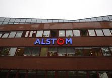Alstom annonce mercredi qu'il fournira à la RATP et au STIF, l'établissement public des transports d'Ile-de-France, 20 métros supplémentaires pour un montant de 163 millions d'euros. /Photo prise le 15 septembre 2016/REUTERS/Jacky Naegelen