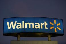 El logo de Walmart en una de sus tiendas en Monterrey, México, nov 28, 2016. El gigante minorista Wal-mart de México (Walmex) anunció el miércoles que invertirá 1,300 millones de dólares en los próximos tres años para fortalecer y expandir su infraestructura logística en el país.  REUTERS/Daniel Becerril
