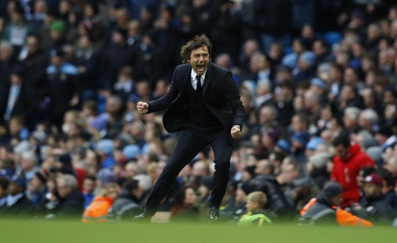 Britain Football Soccer - Manchester City v Chelsea - Premier League - Etihad Stadium - 3/12/16 Chelsea manager Antonio Conte celebrates their third goal scored by Eden Hazard Reuters / Phil Noble Livepic