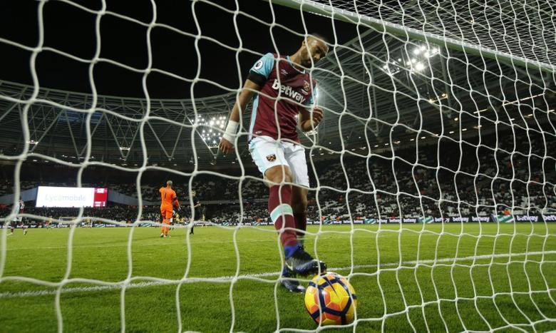 Britain Football Soccer - West Ham United v Arsenal - Premier League - London Stadium - 3/12/16 West Ham United's Winston Reid looks dejected after Arsenal's Alexis Sanchez scores their fifth goal to complete his hat trick  Action Images via Reuters / John Sibley