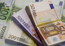 La Banque centrale européenne (BCE) a laissé jeudi ses prévisions de croissance et d'inflation pratiquement inchangées, expliquant s'attendre à une lente accentuation de la hausse des prix et laissant ainsi entendre que celle-ci ne devrait pas atteindre avant 2020 au plus tôt son objectif de près de 2%. /Photo d'archives/REUTERS/Dado Ruvic