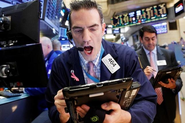 Traders work on the floor of the New York Stock Exchange (NYSE) in New York City, U.S., December 8, 2016. REUTERS/Brendan McDermid