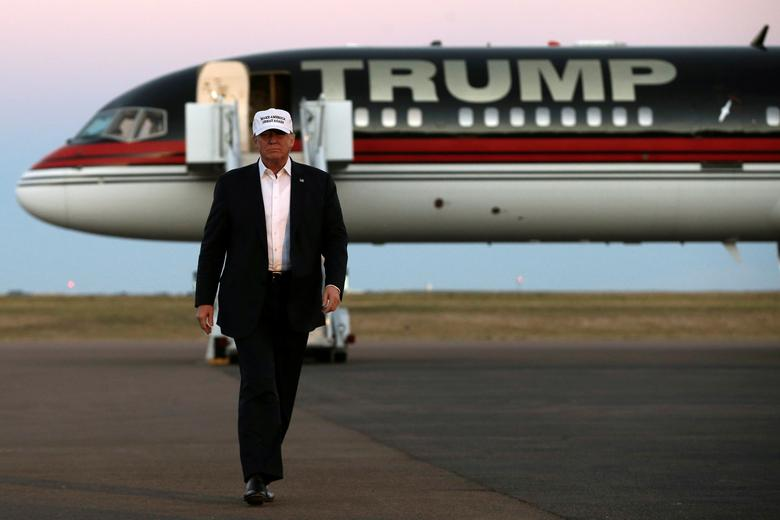 Republican presidential nominee Donald Trump walks off his plane at a campaign rally in Colorado Springs, Colorado, U.S., September 17, 2016.  REUTERS/Mike Segar/Files