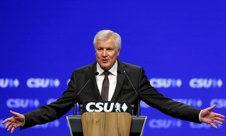 Bavarian Prime Minister and head of the Christian Social Union (CSU) Horst Seehofer gestures during his speech at CSU party congress in Munich, Germany November 5, 2016. REUTERS/Michaela Rehle