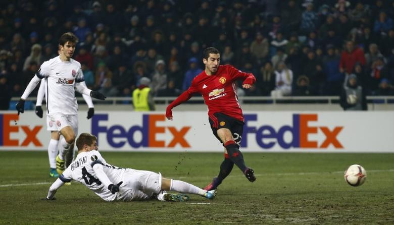 Soccer Football - FC Zorya Luhansk v Manchester United - UEFA Europa League Group Stage - Group A - Chornomorets Stadium, Odessa, Ukraine - 8/12/16 Manchester United's Henrikh Mkhitaryan scores their first goal Action Images via Reuters / Peter Cziborra Livepic EDITORIAL USE ONLY.