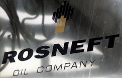 Le gouvernement américain va s'assurer que la vente d'une participation de 19,5% dans l'entreprise pétrolière publique russe Rosneft au géant des matières premières et du négoce Glencore et au fonds souverain du Qatar, ne viole pas les sanctions prises à l'encontre de Moscou. /Photo d'archives/REUTERS/Maxim Shemetov