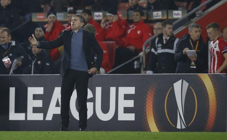 Britain Soccer Football - Southampton v Hapoel Be'er Sheva - UEFA Europa League Group Stage - Group K - St Mary's Stadium, Southampton, England - 8/12/16 Southampton manager Claude Puel looks looks dejected  Action Images via Reuters / Paul Childs Livepic