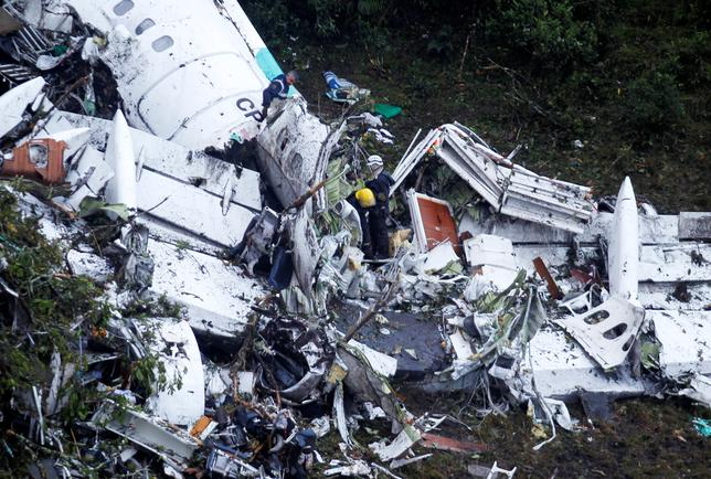 Rescue crew work at the wreckage from a plane that crashed into Colombian jungle with Brazilian soccer team Chapecoense near Medellin, Colombia, November 29, 2016. REUTERS/Fredy Builes