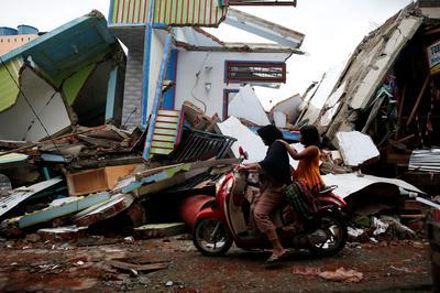 Quake strikes Indonesia