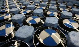 Emblems of German luxury car maker BMW are pictured in a box at the BMW factory in Dingolfing near Munich November 15, 2006.   REUTERS/Michael Dalder/File Photo