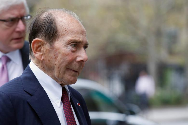 Maurice ''Hank'' Greenberg, former chairman of American International Group Inc., (AIG) arrives at the New York State Supreme Courthouse in Manhattan, New York City, U.S., September 29, 2016.  REUTERS/Brendan McDermid/File Photo