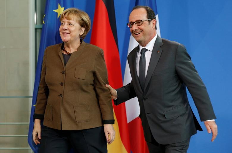 French President Francois Hollande and German Chancellor Angela Merkel make a statement to the media at the Chancellery in Berlin, Germany, December 13, 2016.     REUTERS/Fabrizio Bensch