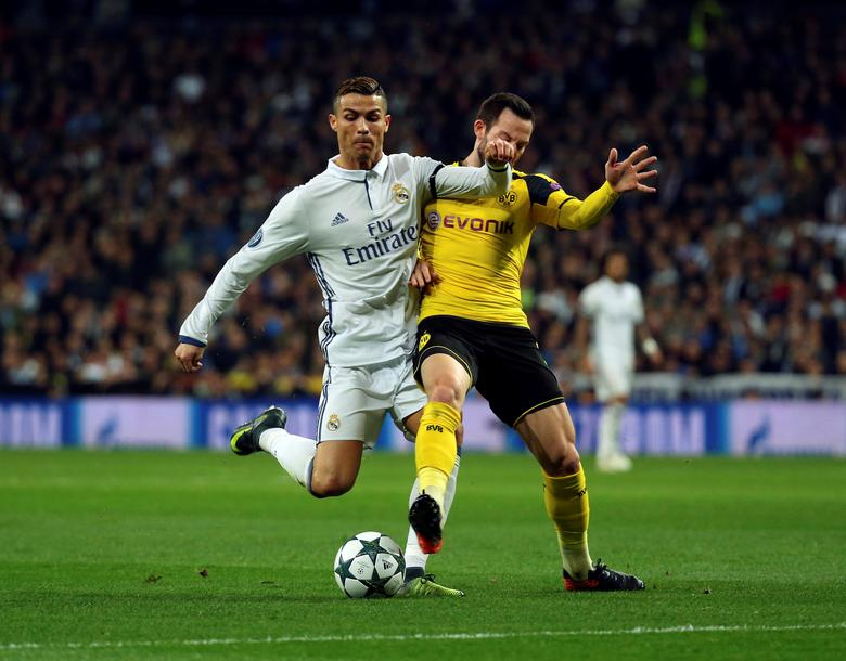 Real Madrid v Borussia Dortmund - UEFA Champions League Group Stage - Group F - Santiago Bernabeu stadium, Madrid, Spain - 7/12/16 Real Madrid's Cristiano Ronaldo and Borussia Dortmund's Gonzalo Castro in action. REUTERS/Susana Vera