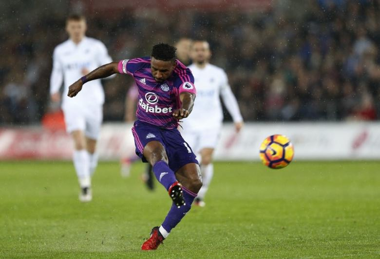 Football Soccer Britain - Swansea City v Sunderland - Premier League - Liberty Stadium - 10/12/16 Sunderland's Jermain Defoe takes a shot Action Images via Reuters / Matthew Childs Livepic