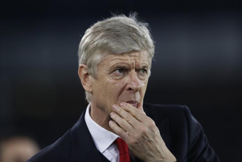 Britain Football Soccer - Everton v Arsenal - Premier League - Goodison Park - 13/12/16 Arsenal manager Arsene Wenger before the match  Action Images via Reuters / Carl Recine Livepic