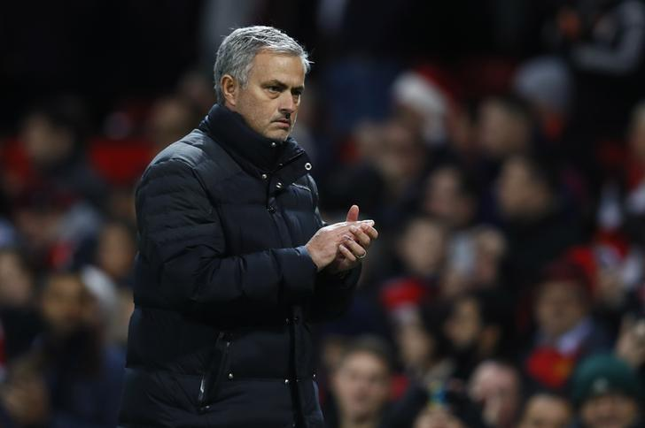 Football Soccer Britain - Manchester United v Tottenham Hotspur - Premier League - Old Trafford - 11/12/16 Manchester United manager Jose Mourinho applauds fans after the game   Action Images via Reuters / Jason Cairnduff Livepic