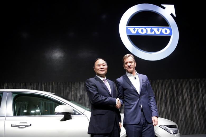 Li Shufu, (L) founder and chairman of Zhejiang Geely Holding Group and Hakan Samuelsson, President and Chief Executive Officer of Volvo attend Volvo's S90 news conference in Shanghai, China November 2, 2016. REUTERS/Aly Song