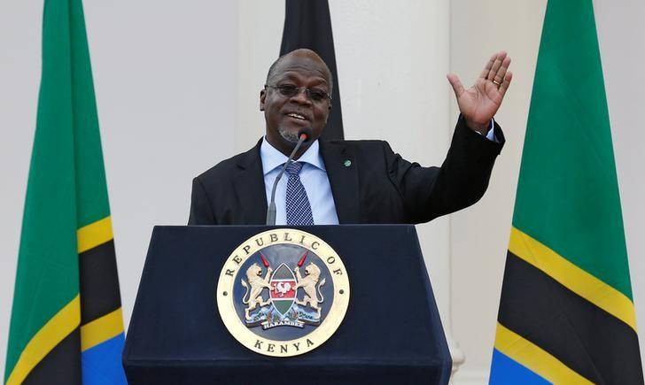 Tanzania's President John Magufuli addresses a news conference during his official visit to Nairobi, Kenya October 31, 2016. REUTERS/Thomas Mukoya