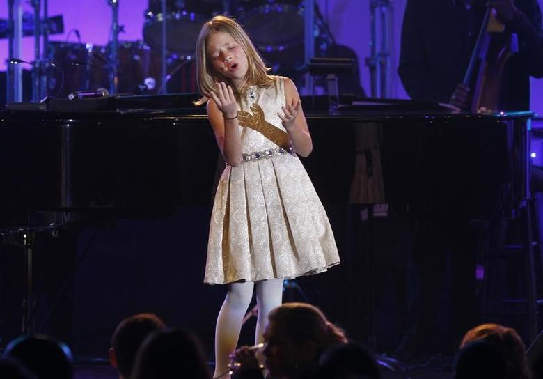 Singer Jackie Evancho performs during the Muhammad Ali Celebrity Fight Night awards banquet in Scottsdale, Arizona, March 19, 2011.  REUTERS/Joshua Lott