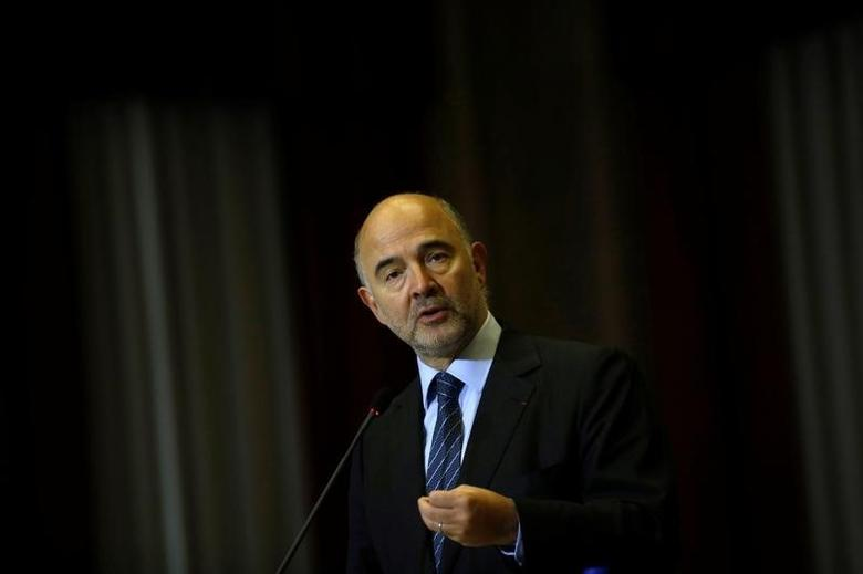 European Commissioner for Economic and Financial Affairs Pierre Moscovici attends a news conference with Portugal's Finance minister Mario Centeno (not pictured) in Lisbon, Portugal November 18, 2016. REUTERS/Rafael Marchante