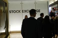 Le marché des introductions en Bourse (IPO) aux Etats-Unis devrait rebondir l'an prochain après une année 2016 terne, porté par des perspectives économiques jugées encourageantes et un regain de visibilité, l'élection présidentielle maintenant passée aux Etats-Unis. /Photo d'archives/REUTERS/Lucas Jackson