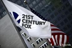 La sede de la compañía estadounidense Twenty-First Century Fox Inc en Nueva York , jun 11, 2015. La compañía estadounidense Twenty-First Century Fox Inc, propiedad del magnate de los medios Rupert Murdoch, anunció el jueves que acordó la compra del grupo de televisión por cable Sky por 14.600 millones de dólares, ciñéndose a su oferta de 10,75 libras por acción pese a las quejas de algunos inversores.   REUTERS/Eduardo Munoz/File Photo