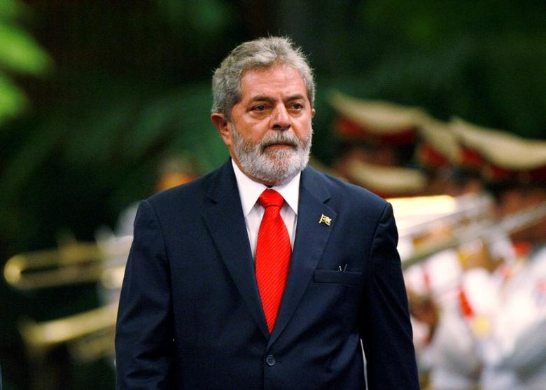 Brazil's President Luiz Inacio Lula da Silva reviews the honor guard during a reception ceremony at Havana's Revolution Palace January 15, 2008. REUTERS/Claudia Daut/Files