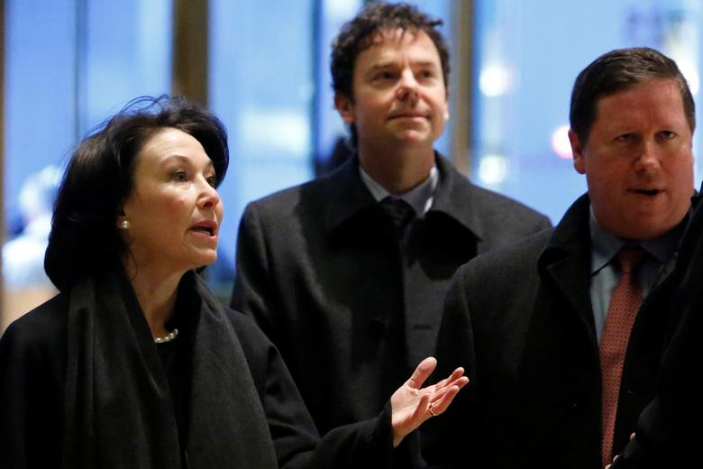 Oracle co-CEO Safra Catz enters Trump Tower ahead of a meeting of technology leaders with President-elect Donald Trump in Manhattan, New York City, U.S., December 14, 2016.  REUTERS/Andrew Kelly
