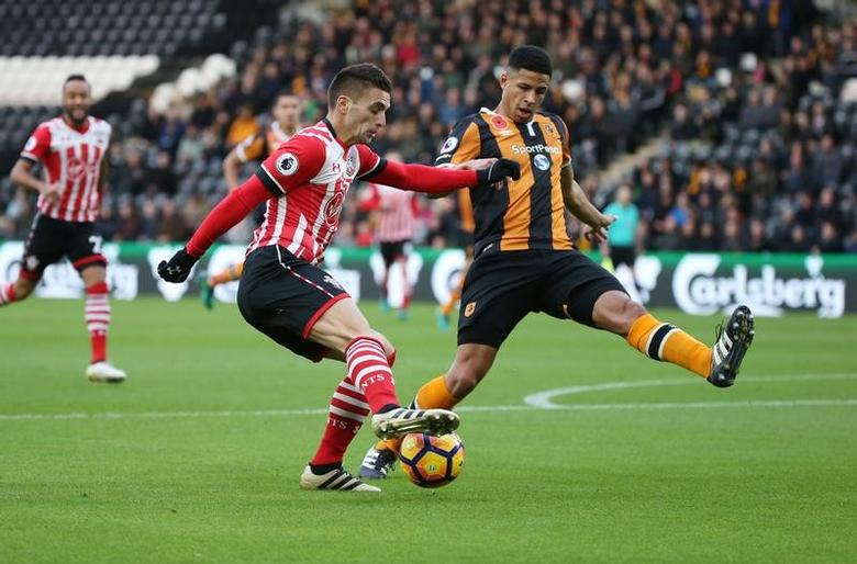 Southampton's Dusan Tadic in action with Hull City's Curtis Davies. Britain Football Soccer - Hull City v Southampton - Premier League - The Kingston Communications Stadium - 6/11/16. Reuters / Scott Heppell Livepic