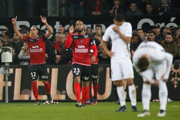 Football Soccer - EA Guingamp v Paris St Germain - French Ligue 1 - Roudourou Stadium, Guingamp, France - 17/12/2016. Guingamp's Nill De Pauw celebates after scoring against Paris St Germain. REUTERS/Stephane Mahe