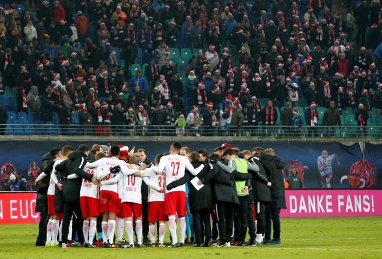 Football Soccer -  RB Leipzig v Hertha BSC Berlin - German Bundesliga - Red Bull Arena, Leipzig, Germany - 17/12/16 - Leipzig's team celebrates after match against Hertha Berlin.   REUTERS/Fabrizio Bensch