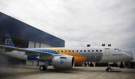 Avião E190-E2, da Embraer, durante cerimônia de lançamento em São José dos Campos, Brasil 25/02/2016 REUTERS/Nacho Doce