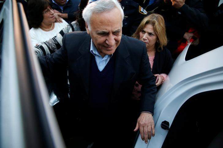 Former Israeli President Moshe Katsav enters a car as he leaves Maasiyahu prison after being released on parole after serving five years of his seven-year sentence, in Ramle, Israel December 21, 2016. REUTERS/Baz Ratner