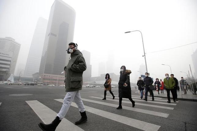12月22日、中国の首都、北京市の5地区が、今後数年間に人口の上限を設定したり減らす計画を発表した。写真は北京で21日撮影(2016年 ロイター/Jason Lee)