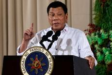 El presidente de Filipinas, Rodrigo Duterte, anunció el jueves que pondrá fin a los juegos de azar en línea en su país. En la imagen, Duterte durante una entrega de premios en el palacio Malacanang en Manila, el 19 de diciembre de 2016. REUTERS/Ezra Acayan