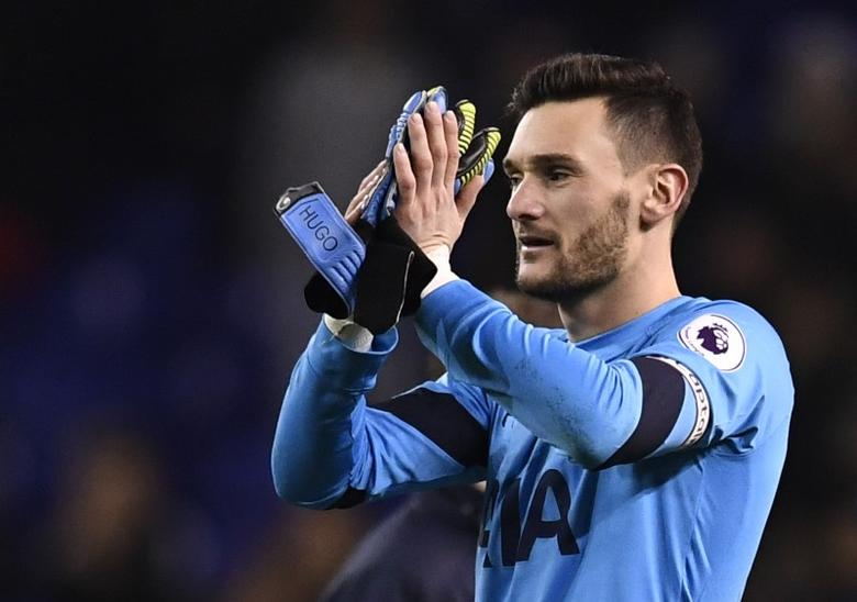 Britain Football Soccer - Tottenham Hotspur v Burnley - Premier League - White Hart Lane - 18/12/16 Tottenham's Hugo Lloris applauds fans after the game  Reuters / Dylan Martinez Livepic