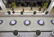 Shoppers stroll through the 5.3 million square foot (492,000 square metre) West Edmonton Mall in Edmonton, Alberta February 26, 2015.  REUTERS/Dan Riedlhuber